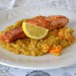 Tip na obed: Famózna kaša z červenej šošovice a bylinkový losos