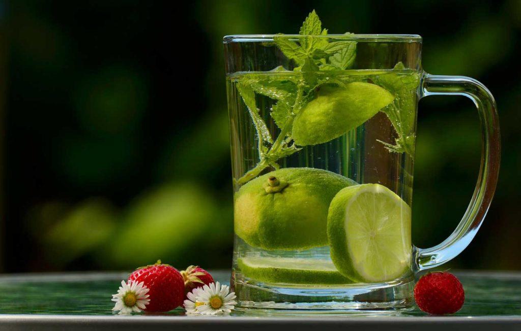 Limonáda s medovkou